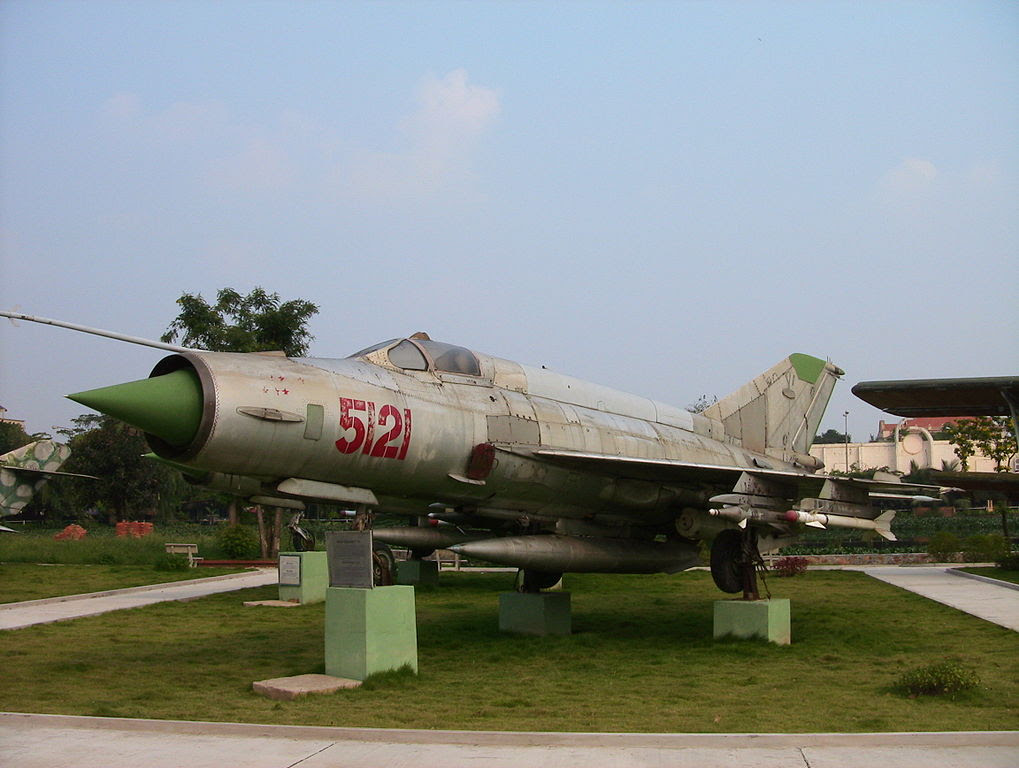 Слив военной авиации. Почему объединение «МиГа» и «Сухого» под эгидой Сердюкова — это катастрофа