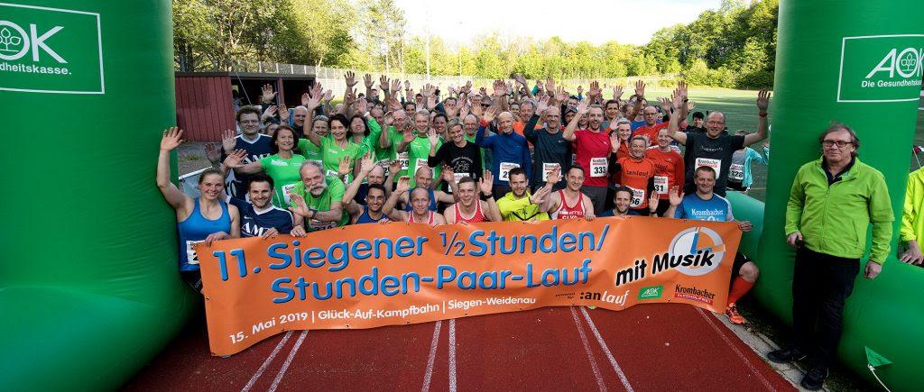 Foto: alle Teilnehmer des Stundenlaufs vor dem Start