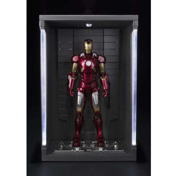 Image of Avengers S.H.Figuarts Iron Man Mark VII & Hall Of Armor Set