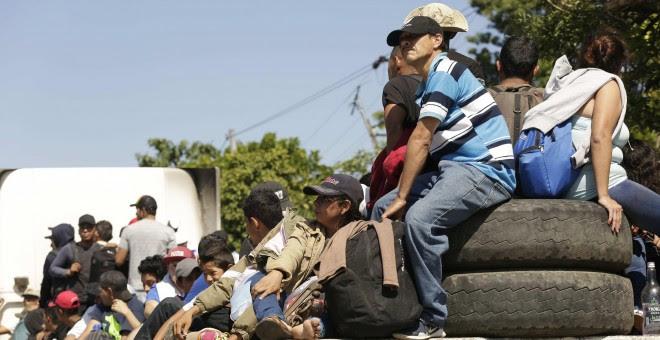 Una segunda caravana formada por unos 600 migrantes salvadoreños, entre ellos niños y mujeres / EFE