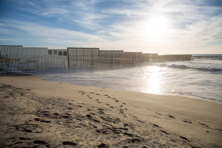 US_Mexico_Border_Fence_Imperial_Beach_6D2B4486