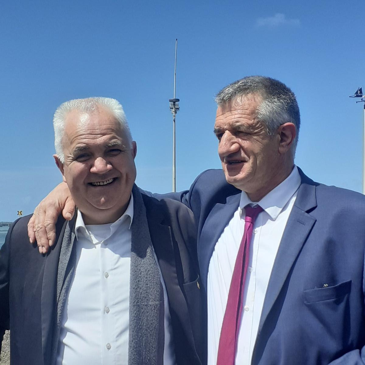 Guy Proteau, le maire de Bourcefranc-La Chapus et Jean Lassalle.