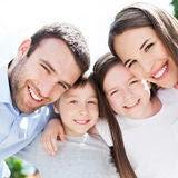 família nova que sorri