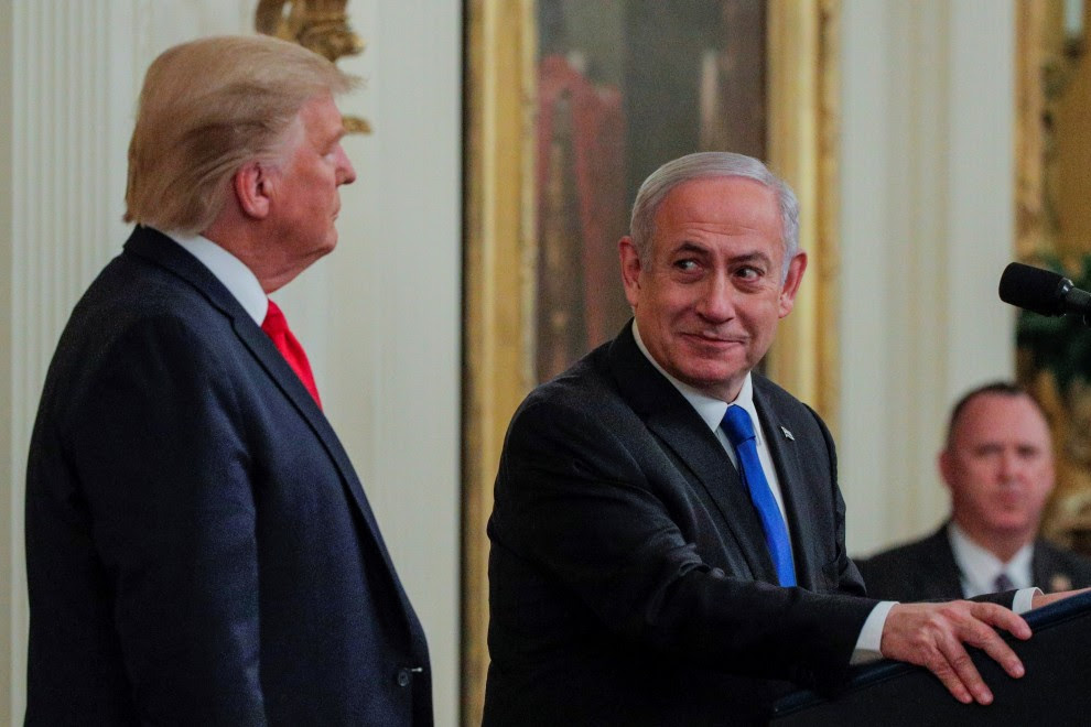 Donald Trump (i) y Benjamín Netanyahu durante la presentación del acuerdo. / Reuters