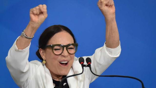 'O Brasil te ama', afirma Regina Duarte ao defender Luciano Hang