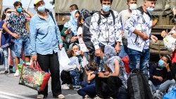 Refugiados en Grecia esperando ser reubicados tras el incendio del Campo de Moria.