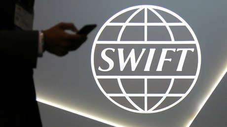 Logo de SWIFT en una conferencia en Toronto (Canadá).