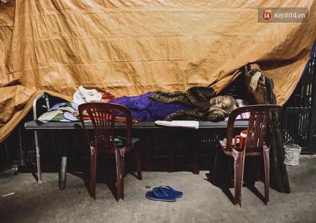 Giấc ngủ đêm của người lao động nghèo ở Sài Gòn chỉ có giá... vài nghìn đồng! - Ảnh 10.