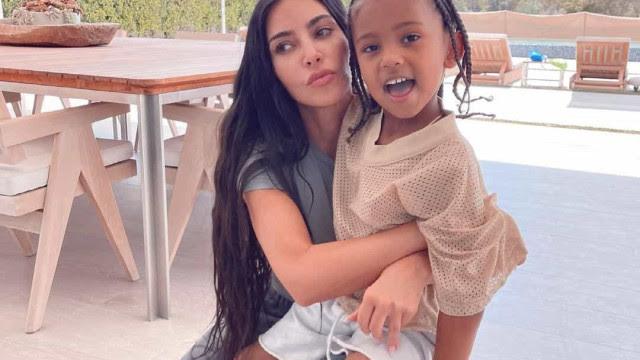 Aos 5 anos, filho de Kim Kardashian testa positivo à Covid-19