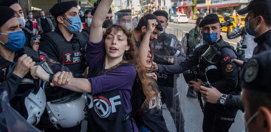 TURCHIA: IL LOCKDOWN NON FERMA LA PROTESTA, OLTRE 200 ARRESTI