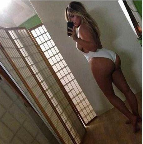 Kim Kardashian takes a selfie of her bum