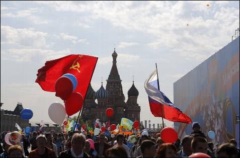 Los rusos celebran en la Plaza Roja el día del trabajador