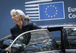 Η Λαγκάρντ προσπαθεί να πείσει τους Ευρωπαίους για αναδιάρθρωση του ελληνικού χρέους
