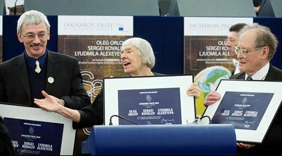 Oleg Orlov, Lyudmila Alekseeva and Sergei Kovalyov receiving the Sakharov Prize 2009