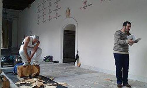 https://tamtampress.files.wordpress.com/2015/06/1-hasier-larretxea-con-su-aita-patio-santa-cruz-laura-fraile.jpg?w=710
