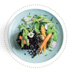 Riz noir parfumé aux herbes fraiches et légumes printaniers