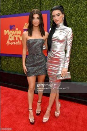 4a51b6ad e802 4281 9724 0c6a4eee0777 - Actrices Mandy Moore, Nasim Pedrad y Dixie D'Amelio eligieron Jimmy Choo para los MTV Movie & TV Awards