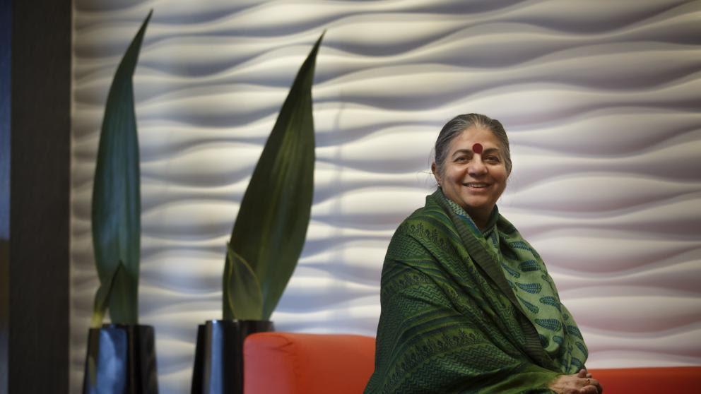 Vandana Shiva:  Las mujeres son las parteras de la agricultura