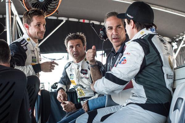 Fittipaldi e os companheiros no Mustang Sampling Cadillac