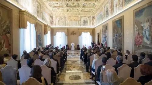 El Papa a religiosas: Dad esperanza a quien no quiere seguir viviendo