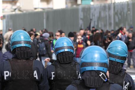 Il sit-in di protesta davanti al Tribunale di Napoli © ANSA