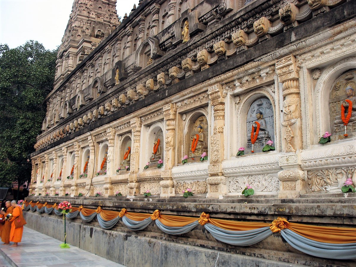 Mahabodhi temple in Bodh Gaya, Buddhist site venerated by both Buddhists and Hindus in Bihar state, India. (Creative Commons, Ineb-2553)