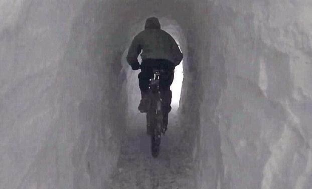 tunnelthroughsnow