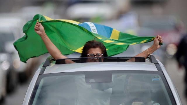 Em Porto Alegre, apoiadores de Bolsonaro batem em mulher e chutam rapaz