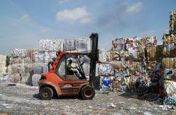 Europa no sabe qué hacer con millones de toneladas de papel y cartón para reciclar