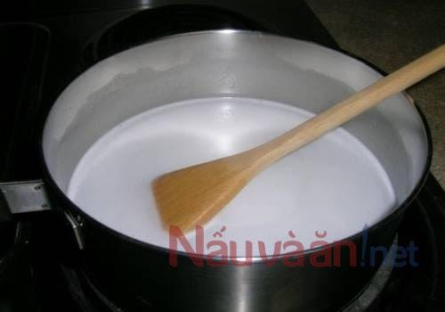 đun nóng hỗn hợp làm kem