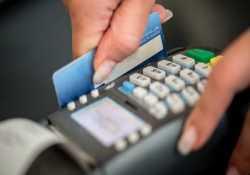 Έρχονται αλλαγές στις συναλλαγές με κάρτες που επηρεάζουν και το αφορολόγητο