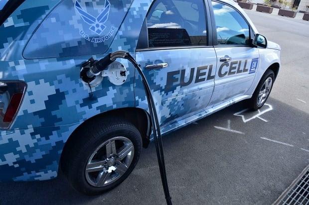 fuel cell car refuels