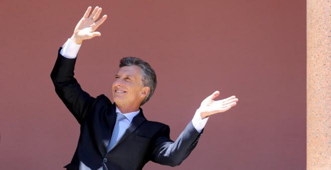El presidente de Argentina, Macri, baila en el balcón de la Casa Rosada. REUTERS