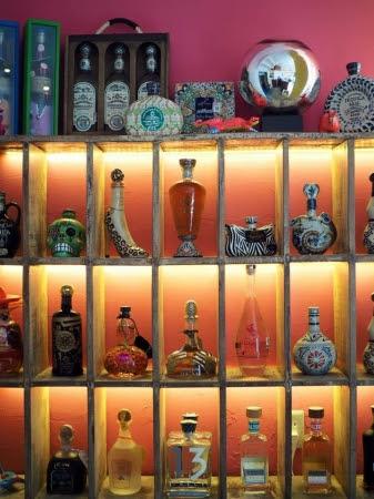 テキーラはボトルが様々な形をしていて非常にファッション性が高い。<br /><br /><br /><br /><br /><br />
