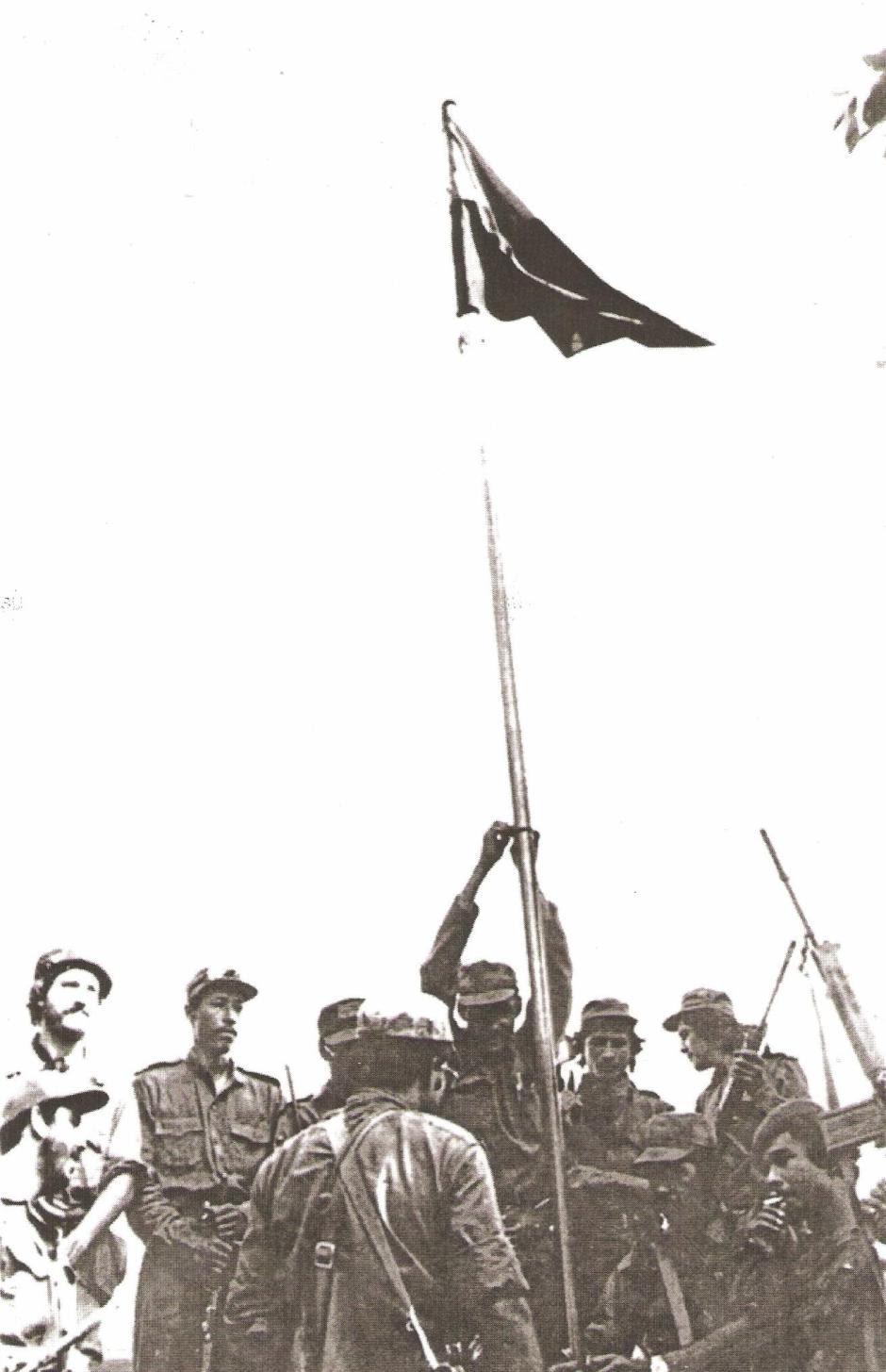 """Carlos Duarte """"Jerónimo"""" pone bandera en la toma Peñas Blancas."""