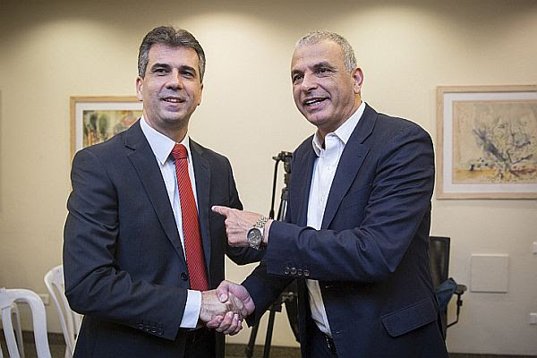 Newly appointed Israeli Minister of Economy and Industry Eli Cohen (L), with Minister of Finance Moshe Kahlon, at a ceremony welcoming Cohen at the ministry.
