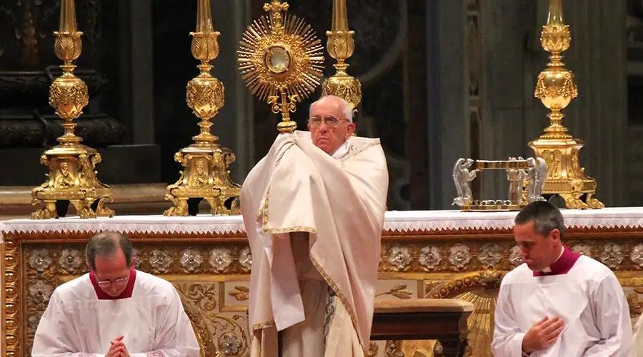 Corpus Christi nos invita a conversión, servicio y amor al prójimo, dice el Papa Francisco