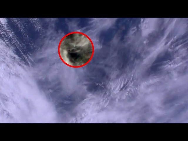 UFO News ~ UFO Caught Darting From Cloud To Cloud Over Melbourne and MORE Sddefault