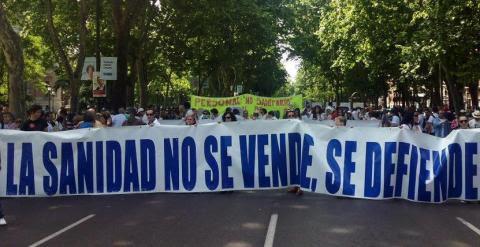 Pancarta en la manifestación de la marea blanca./ Foto vía Twitter @ramonblanco