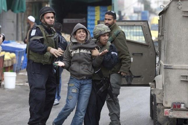 B'Tselem: Detención de menores palestinos por las fuerzas israelíes son 'ilegales' e 'injustificadas'