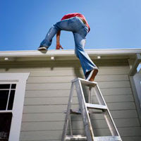 bad-ladder-man-roofer