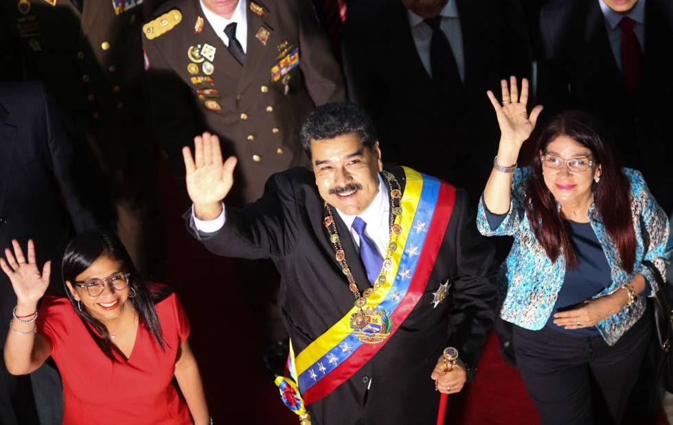 Nicolás Maduro junto a la primera. dama Cilia Flores. (derecha) y la presidenta de la Asamblea Nacional Constituyente Delcy Rodríguez.