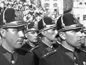 Pražští policisté po osvobození v květnu 1945 při příjezdu prezidenta Edvarda...