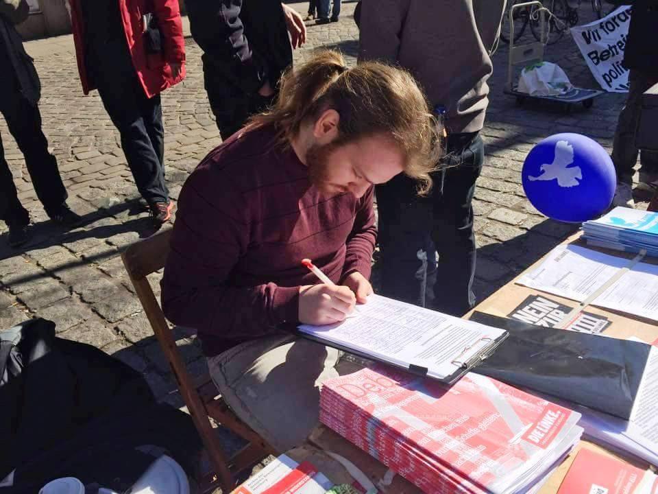 Personas solidarias con Venezuela firman en Alemania