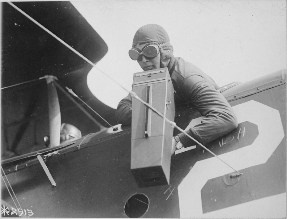 Black and White image of Aeroplane Graflex camera, 1917
