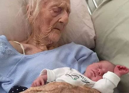 74-year old woman delivers?twin baby girls after 54-years of marriage (Photos)