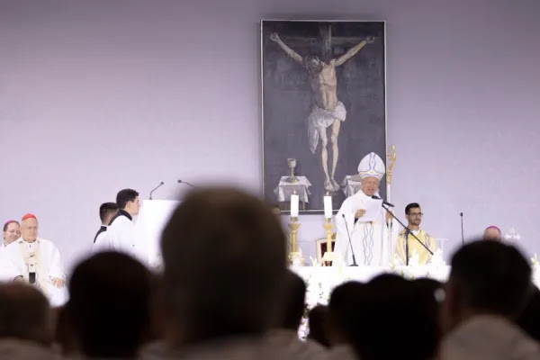 Archbishop José S. Palma of Cebu, in the Philippines, celebrates Mass at the International Eucharistic Congress in Budapest, Hungary, Sept. 7, 2021. Daniel Ibáñez/CNA.