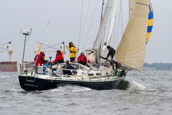J/42 sailing on Annapolis to Newport race