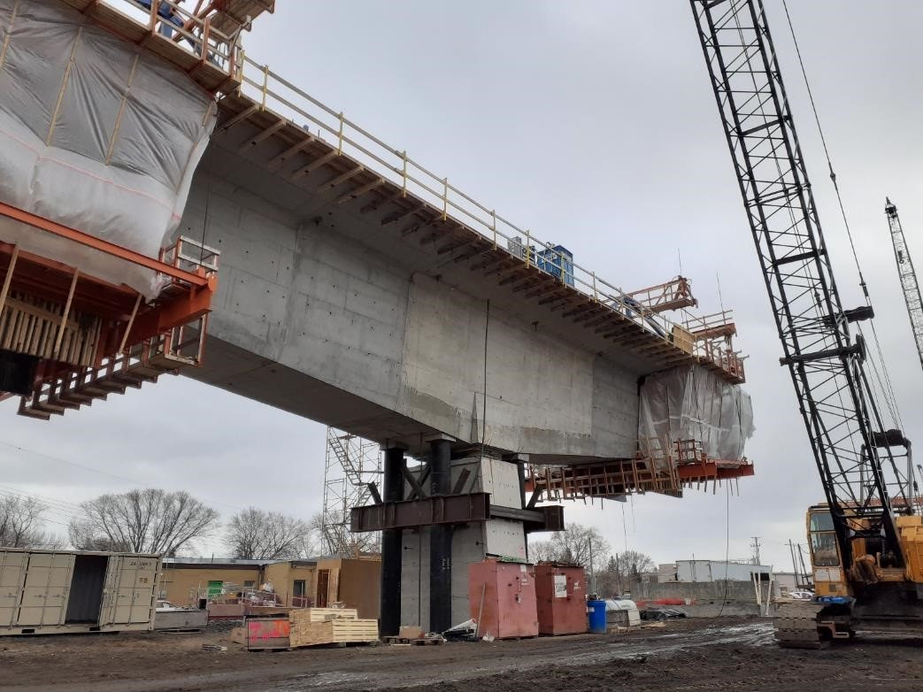 Excelsior Boulevard: LRT bridge balanced cantilevers have begun to extend over the roadway and will be advanced in 2021.