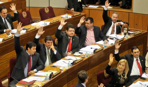 Resultado de imagen para sesion extraordinaria senadores caso masacre arroyito